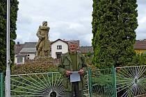 V Tlumačově uctili památku Václava Pejsara u příležitosti letošního 70. výročí jeho úmrtí. Václav Holát promluvil pietním aktu
