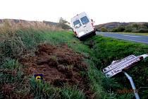 Téměř tři promile alkoholu u řidiče a dodávka takto skončila.