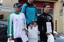 46. ROČNÍK BĚHU OSVOBOZENÍ V DÍLÍCH  vyhrál Jiří Voják. Druhý doběhl Martin Frei (vlevo), třetí v hlavní kategorii mužů skončil Luděk Šeller.