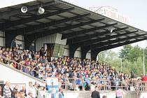 Fotbalisty okradl zloděj. Ke krádeži došlo v Postřekově při zápasu Jiskry Domažlice s prvoligovým Jabloncem.