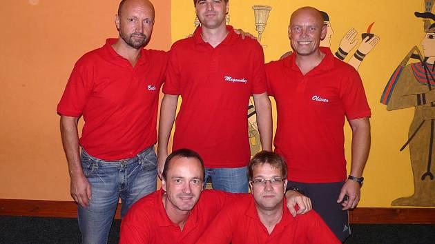 Účastníci Kdyňské bowlingové ligy z týmu Kdynium.