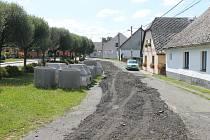 Výstavba vodovodu, kanalizace a čističky odpadních vod byla zahájena letos posledního dubna.