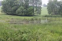 Ministr životního prostředí Richard Brabec si prohlédl obnovený rybník a vzniklé tůně v Nemanicích.