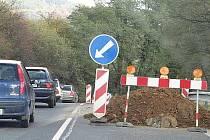 Kolony vozidel se pravidelně tvoří na silnici I. třídy I/20 za obcí Hluboká.