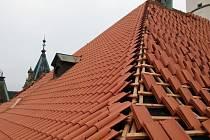Z opravy domažlického kostela.