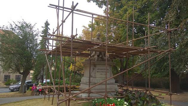 Vzácná Myslbekova socha prochází renovací.
