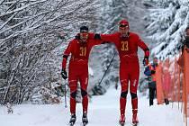 Richard Šimurda ( vlevo) a Ladislav Provod dojeli do cíle společně. Chodská 30 tak měla  poprvé v historii dva vítěze.