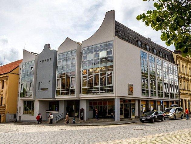 Budova Dubiny na domažlickém náměstí.