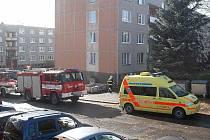 Tragická nehoda se stala na domažlickém sídlišti Kozinovo pole při rekonstrukci domu. Pětadvacetiletý dělník zranění hlavy nepřežil.