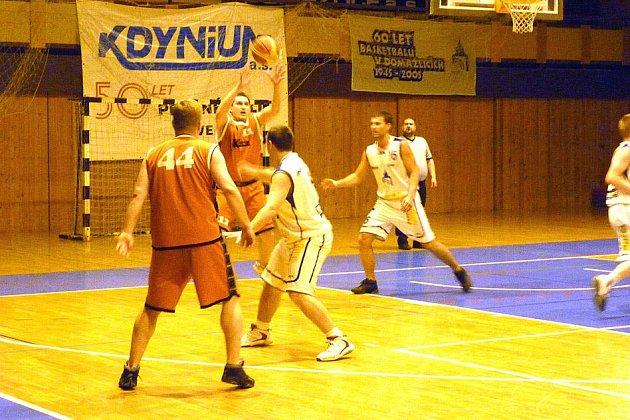 BASKETBALOVÉ DERBY. Basketbalisté Jiskry Domažlice B oba zápasy prvního kola play – off s rivalem z Holýšova zvládli.