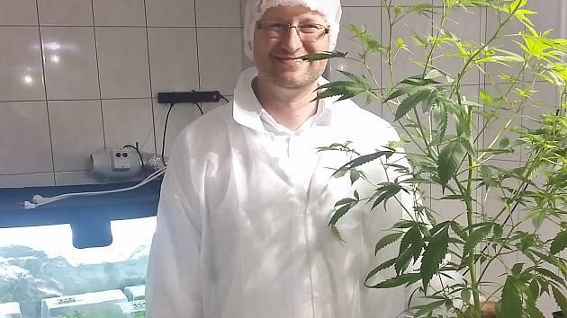 PŘEDSEDA ZEMĚDĚLSKÉHO SVAZU ČR MARTIN  PÝCHA při návštěvě meclovského pracoviště.