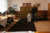 V Klenčí pod Čerchovem odvolilo 687 voličů z celkových 1033, kteří byli na seznamu
