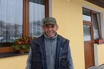 Jan Přibek bydlí v Otově od narození a neměnil by.