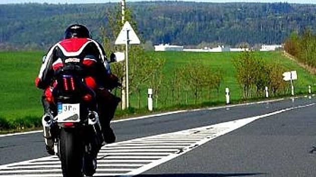 Ilustrační foto. Některé motorkáře řada jiných uživatelů silnic nepříliš ráda vidí.