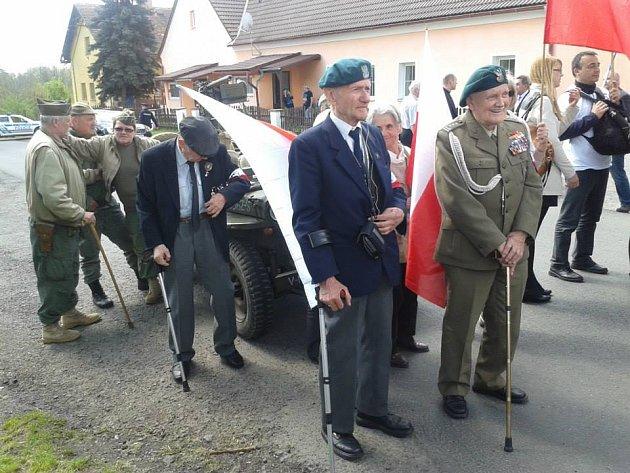 Polští veteráni při loňské návštěvě Holýšova.