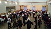 Zámecký sál využilo zastupitelstvo města pro setkání místních důchodců s tancem, hudbou i doprovodným programem již po 14. Dobrá nálada jim rozhodně nechyběla.
