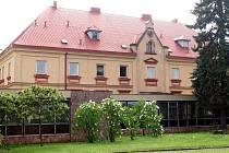 Koutský zámek se snaží obec udržovat, aby nechátral a byl použitelný, až se rozhodne o jeho využití.