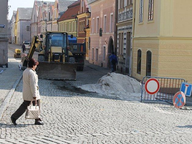 Stavební práce v domažlických ulicích, březen 2012.