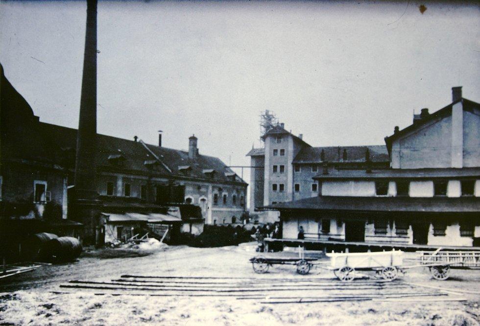 Historička Kristýna Pinkrová připravuje publikaci o historii Bělé nad Radbuzou a okolí. Na snímku je vnitřní nádvoří pivovaru.