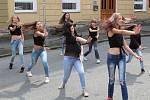 Hostouňská pouť - dechovka Dupalka a tanečnice ze ZŠ Stráž