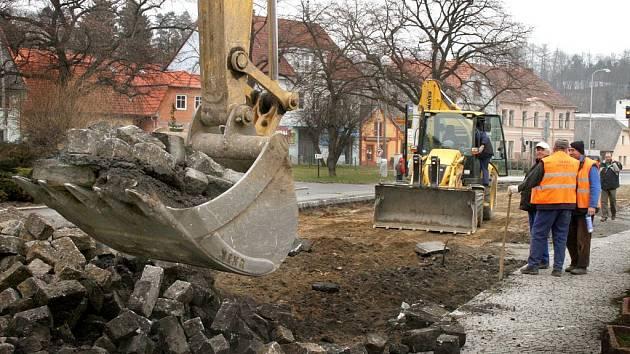 V Husově ulici v Domažlicích se bude opravovat až do konce července