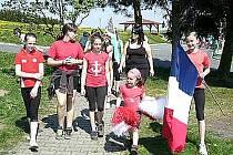 ZE STRÁŽSKÉ OLYMPIÁDY VOĎÁKŮ. Děti soutěžily za různé státy a na nejlepší čekaly olympijské medaile.