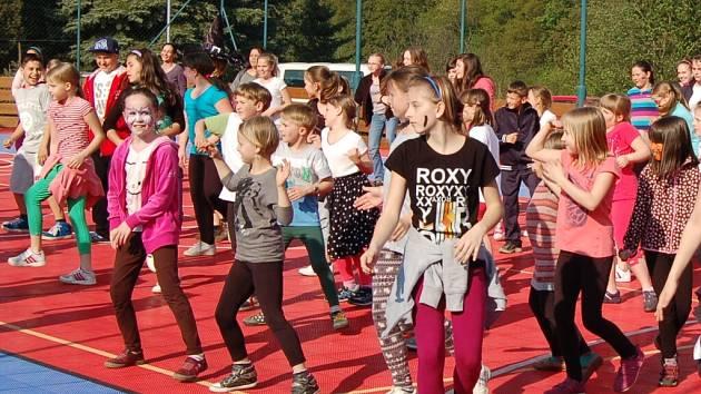 Z domažlické oslavy Mezinárodního dne tance.