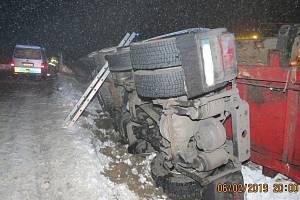 Převrácený kamion mezi Meclovem a Srby.