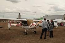 Den otevřeného letiště pořádal Aeroklub Staňkov.