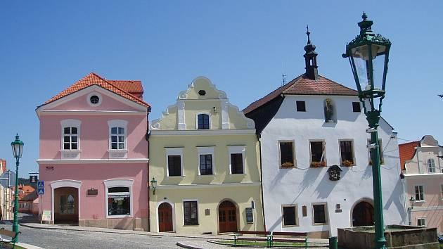 Radnice na náměstí v Horšovském Týně.