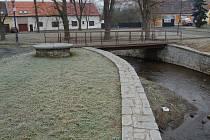 Mladík se skryl pod most v lokalitě Na Ostrůvku.