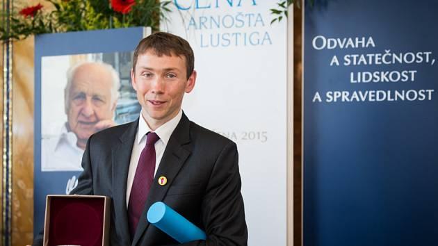 PETR SÝKORA, zakladatel nadace Dobrý anděl, převzal Cenu Arnošta Lustiga.