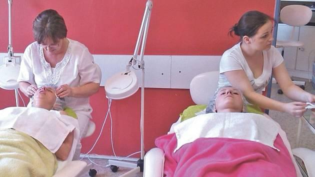 Závěrečnou zkoušku absolvovala slečna Barbora Koutníková i  se svojí maminkou.