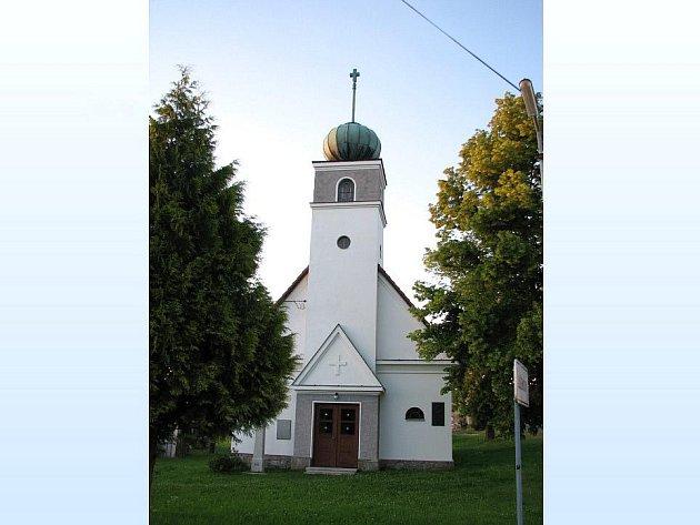 Zásluhou Obecního úřadu Luženičky doznala změn ve svém vzhledu i tamní kaple.