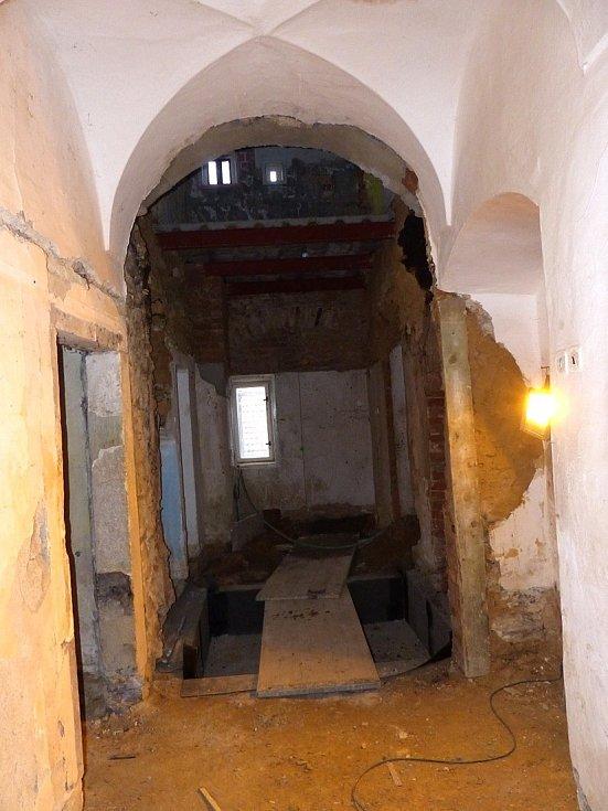 Jak to vypadá uvnitř klenečské Staré pošty.