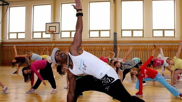 Portugalský tanečník Vitor Tavares Mendes ve staňkovské škole.
