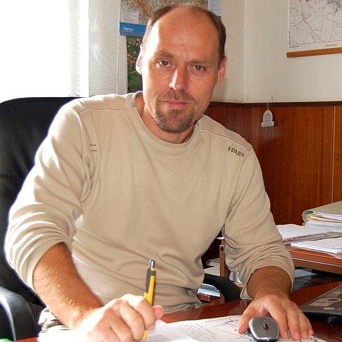 Starosta Kolovče Václav Pergl vyšle mlýn do Francie.