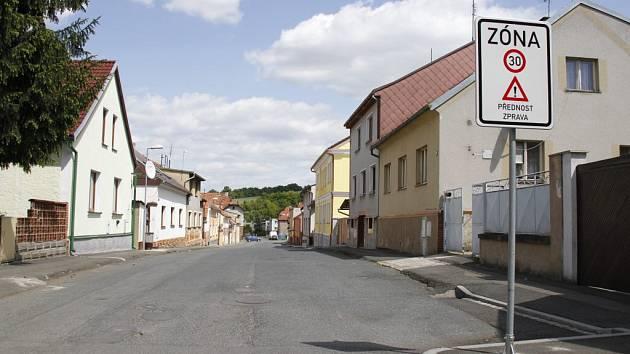 Značení klidové zóny na Velkém předměstí v Horšovském Týně.