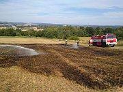POŽÁR LOUKY u Šitboře hasiči hasili v úterý odpoledne.