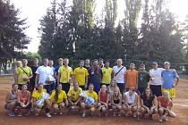Společná fotografie účastníků volejbalového turnaje Chodsko cup.