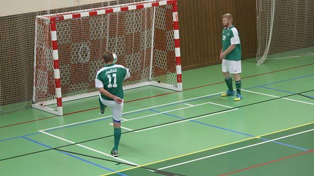 Hráči FC Kozí Doly Hříchovice po úvodním turnaji zatím uzavírají tabulku Krajského přeboru ve futsalu.