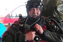 NEMĚLO TO CHYBU! Tak se vyjádřil po téměř hodinovém ponoru viceprezident Svazu českých potápěčů Jaroslav Hudec.