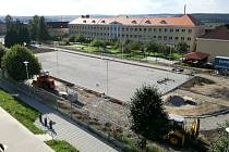 STAVBA NOVÉHO VÍCEÚČELOVÉHO HŘIŠTĚ  nového víceúčelového hřiště na pozemku ZŠ Holýšov finišuje.