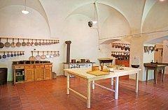 Novinkou tradičních prohlídek zámku je vánočně nazdobená kuchyně.