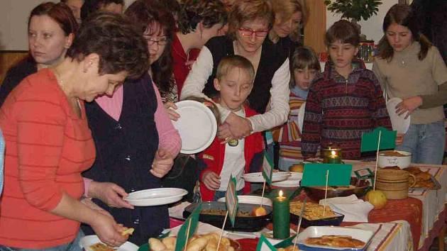 V loučimské restauraci si přišli na své milovníci lidové kuchyně. Místní hospodyňky připravily pokrmy podle receptů našich babiček.