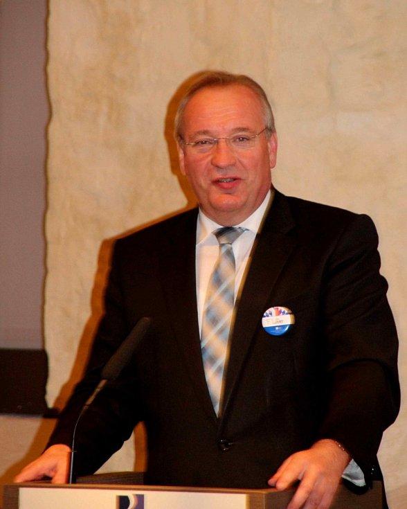 Z oceňování v CeBB Schönsee. Slavnostní projev pronesl chamský zemský rada  Franz Löffler.