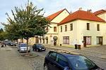 Část ulice Msgre B. Staška, kde stojí také škola, se stane jednosměrkou.
