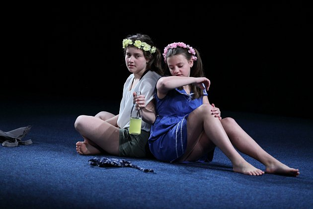 Děvčata Klára Dufková a Anna Pelnářová budou reprezentovat kraj na národní přehlídce.