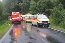 Dnes o sedmnácté hodině došlo ke střetu kamionu s autobusem mezi Černou řekou a hraničním přechodem Lísková.