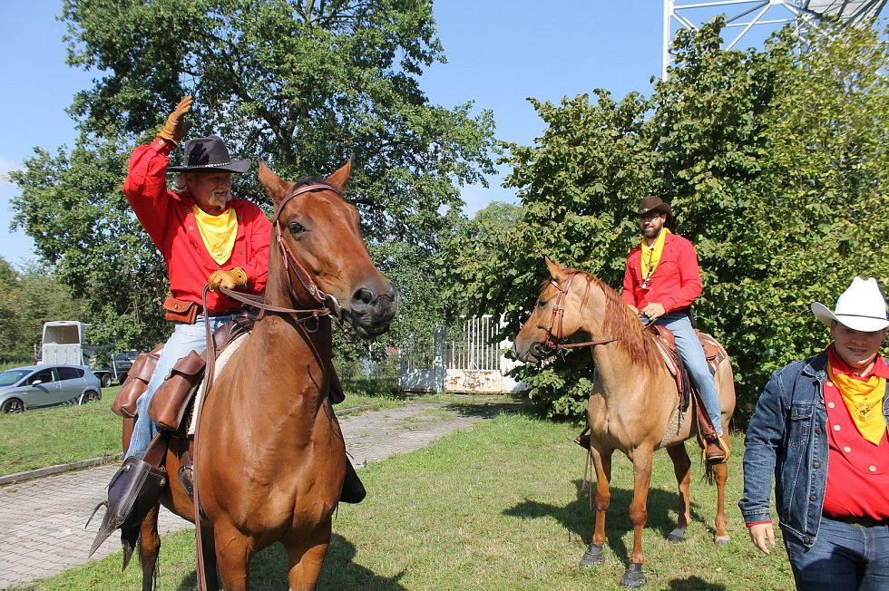 Pony Express převáží poštu na koních. Trasa Plzeňským krajem začala na Domažlicku na Lískové.